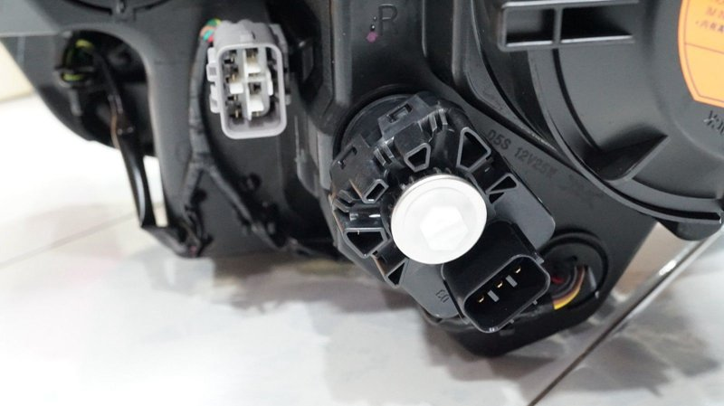 MITSUBISHI L200 2015- LED HEAD LAMP